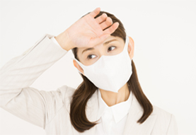 風邪で悩む女性